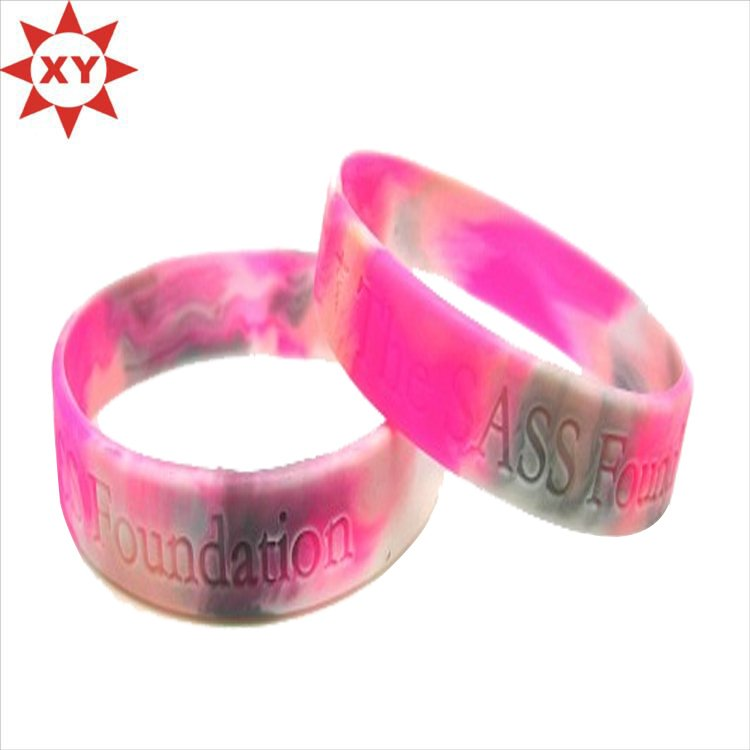 China Supplier Emboss New Hot Silicone Wristband